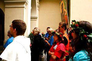W oczekiwaniu na wejście do kaplicy