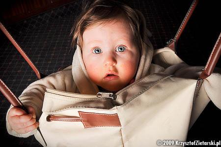Dziecko w ulubionej torbie
