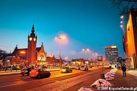 Gdańsk Główny wieczorową porą